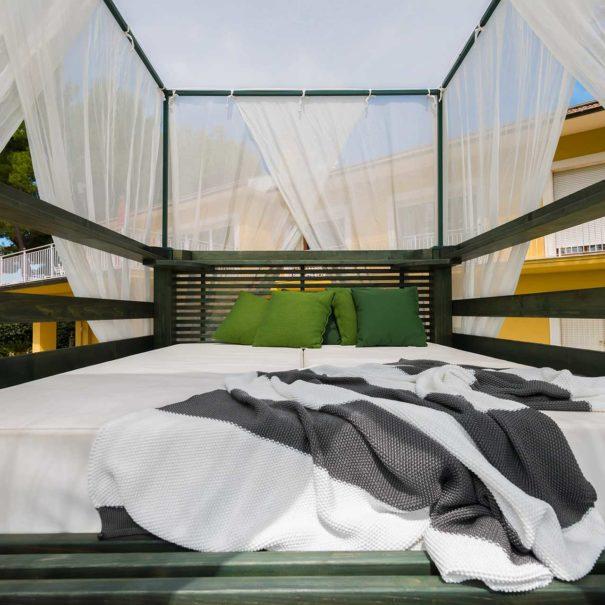 Lo Star Bed del Bed & Breakfast Tra gli Alberi e il Mare